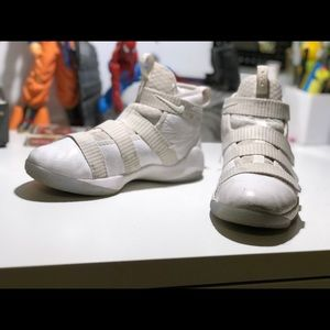 Slightly Used LEBRON SOLDIER 11 ALL WHITE